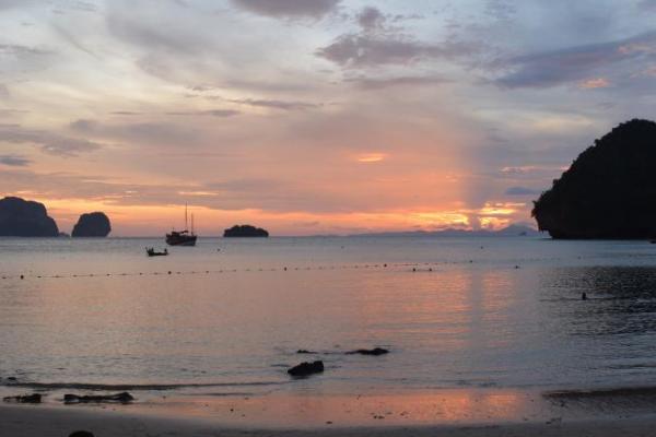 railay Les îles de Krabi phranang coucher de soleil