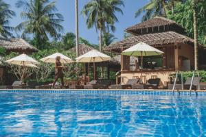 Ban Sainai - pool view